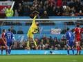 Tahan Penalti, van Der Sar Masih Bertaji