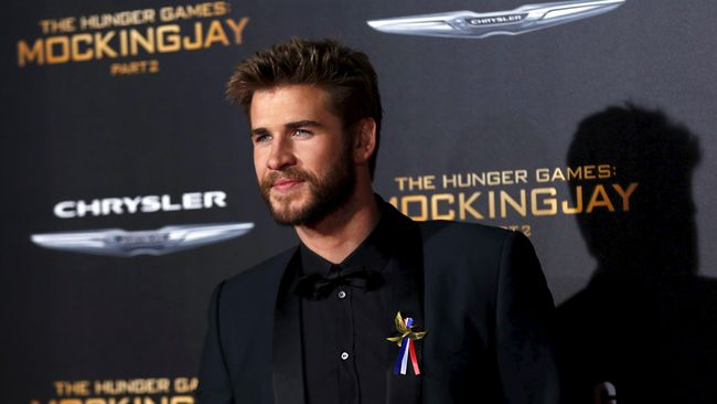 Liam Hemsworth Buka Suara Usai Pisah dengan Miley Cyrus