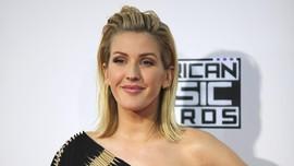 Tak Rampung Kuliah, Ellie Goulding Terima Gelar Doktor