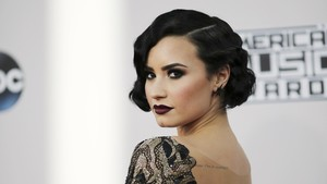 Pria Diduga Bandar Narkoba Demi Lovato Sedang Dicari Polisi