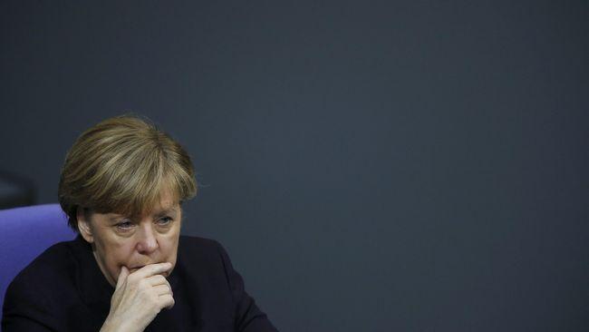 Tak Sepaham Kebijakan Imigran Merkel, Mendagri Jerman Mundur
