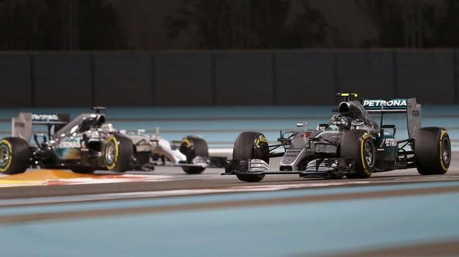 Salah satu kemajuan Nico Rosberg (kanan) di seri-seri terahir musim 2015 adalah kemampuannya melakukan pengereman saat tikungan. (REUTERS/Thaier Al-Sudani)