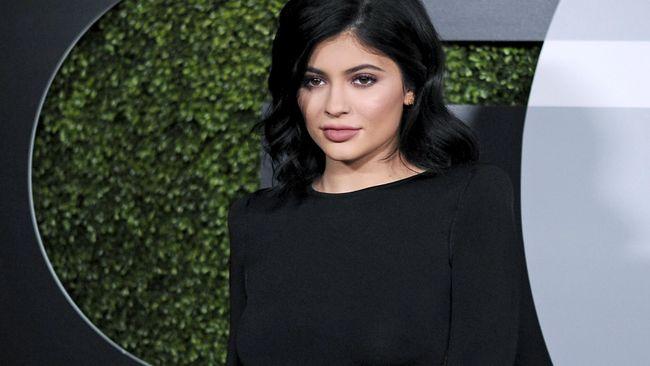 Kylie Jenner Tak Terima 'Dikalahkan' Sebutir Telur
