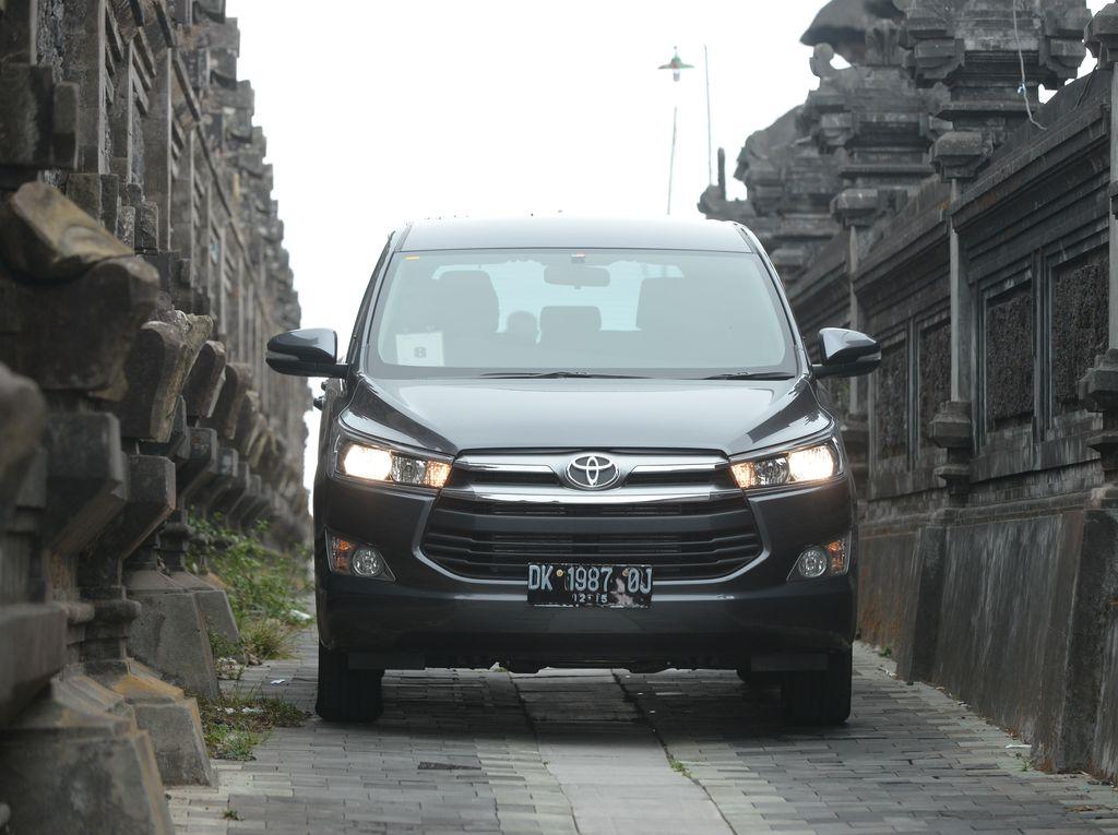 Toyota Innova Diesel dan Bensin Sudah Setara Peminatnya