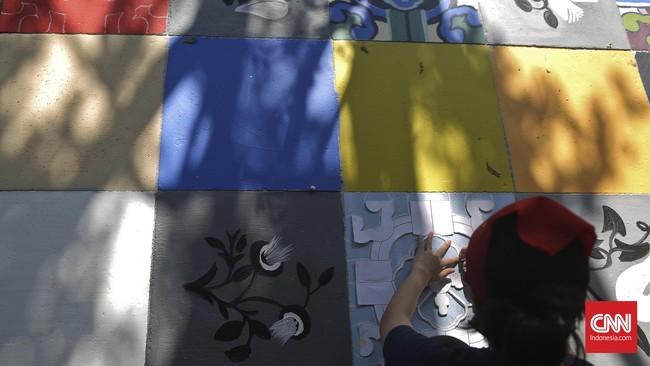Imbasnya hanya sekitar 500 meter trotoar saja yang berhiaskan mural.(CNN Indonesia/Adhi Wicaksono)