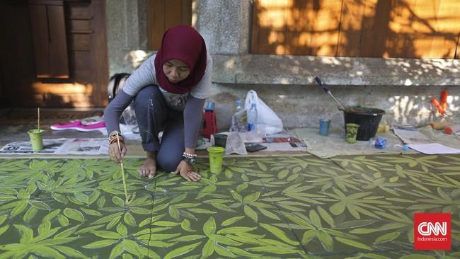 Citra menambahkan, minimnya sentuhan seni di luar kafe dan bangunan itu membuat Cikini dianggap biasa saja. Penambahan seni mural di trotoar diharapkan bisa mengubah hal itu.(CNN Indonesia/Adhi Wicaksono)