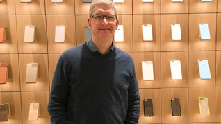 Tim Cook Nilai Samsung Diuntungkan Tarif Baru Pajak Impor