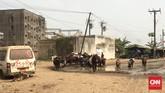 Lalu lintas di Douala termasuk yang paling ramai dan 'gila.' Rata-rata penduduknya harus punya skill berkendara yang mahir untuk bisa menaklukkan jalan raya di Kamerun. (Foto: CNN Indonesia/Christina Andhika Setyanti)
