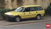 Taksi adalah salah satu kendaraan umum yang ada di sana. Meski penampilannya seperti mobil tua, namun mobil ini muat dan kuat menampung banyak penumpang. Tiga orang di depan, dan lima orang di kursi belakang. (Foto: CNN Indonesia/Christina Andhika Setyanti).