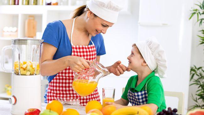 Empat 'Peraturan' Sebelum Ajak Anak Masak