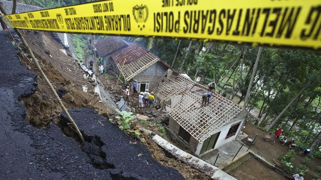 Longsor Terjang Permukiman di Toba Samosir, Dua Tewas