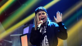 Agnez Mo Sutradarai Video Klip Chris Brown