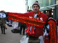 Syal MU dengan Tulisan Mourinho Beredar di Old Trafford