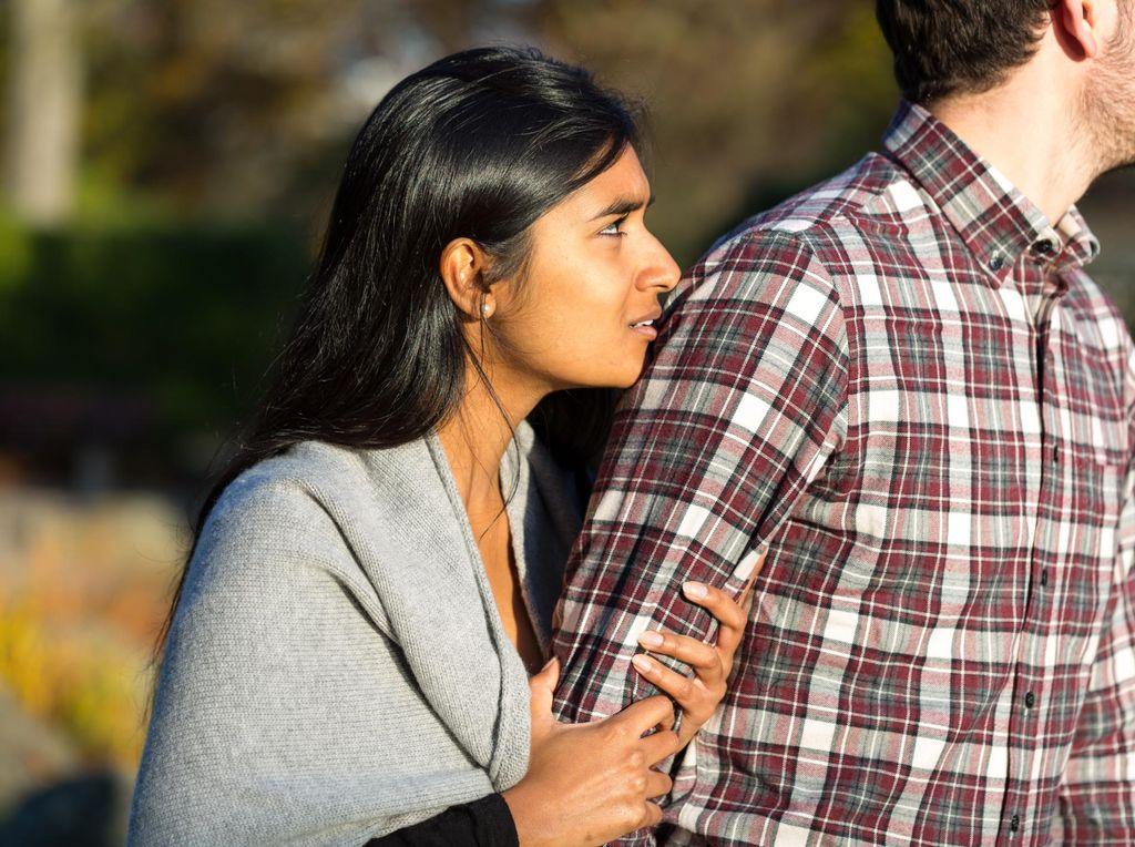 Sempat Menolak Saat Dilamar Kekasih, Kini Justru Si Dia yang Tak Antusias