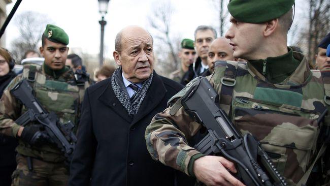 Menlu Prancis Minta Trump 'Tak Menari di Atas Rompi Kuning'
