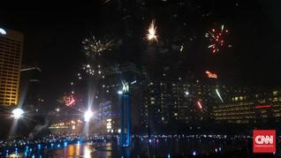 Tumpah Ruah Warga Ibu Kota Sambut Tahun Baru