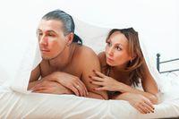 Tidak stres dan tidak ada masalah psikologis? Sulit ereksi yang Anda alami bisa karena kekurangan hormon testosteron. Cek berkala ke dokter untuk memastikan kadar hormon testosteron Anda tidak kurang. Foto: thinkstock