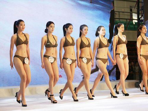 1 000 Wanita China Pakai Bikini Untuk Ikut Audisi Jadi