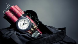 Polisi Diamankan Karena Bercanda Bawa Bom di Pesawat