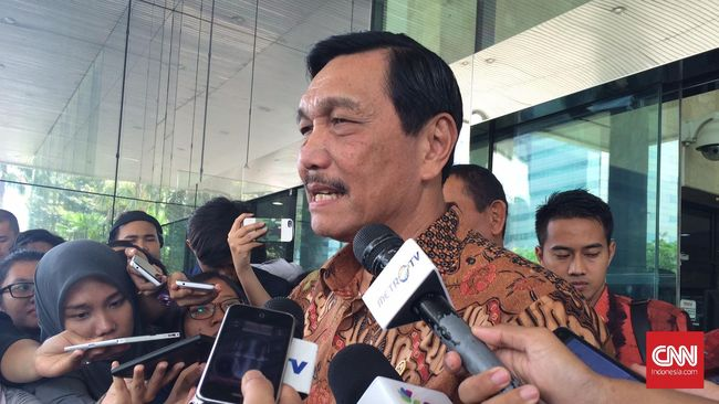 Luhut Gandeng Grab Promosikan Danau Toba dan Borobudur