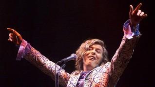 Tangisan untuk David Bowie di Panggung Fesyen