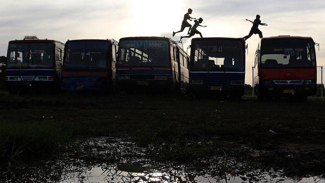 Deru Lesu Metromini yang Ingin Mati Sendiri