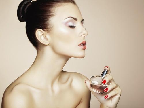 3 Trik Mudah dan Murah Membuat Aroma Parfum Tahan Seharian