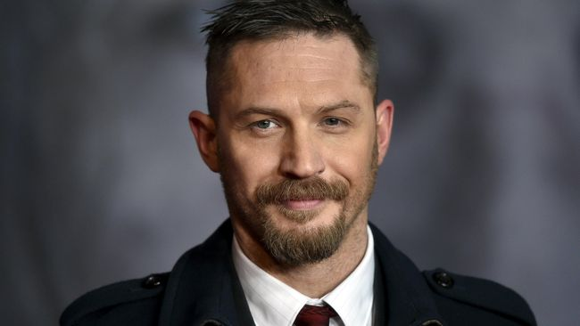 Pierce Brosnan Beri Restu Tom Hardy Jadi James Bond Baru