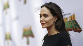Angelina Jolie Menangis Lepas Anak Kuliah di Korea Selatan