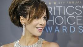 Mengenal Penis Facial, Perawatan Mahal Kate Beckinsale