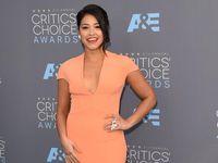 Gina Rodriguez juga mengaku punya kondisi hashimoto dan sangat kesulitan untuk menjaga berat badannya. Untuk itu ia juga diet bebas gluten dan rajin olahraga minimal 20 menit sehari. (Foto: Getty Images)