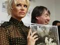 Pamela Anderson Umbar Keseksian Lewat Seri Lingerie 'Icons'