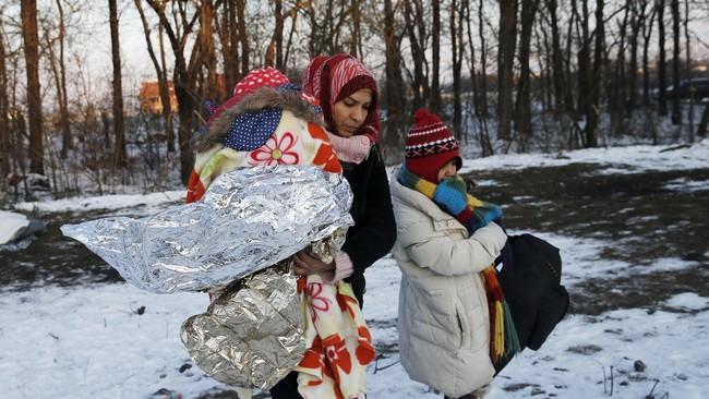 Fotografer Reuters, Marko Djurica, mengatakan beberapa pengungsi asal Suriah dan Irak tidak pernah melihat salju. Djurica mengatakan,