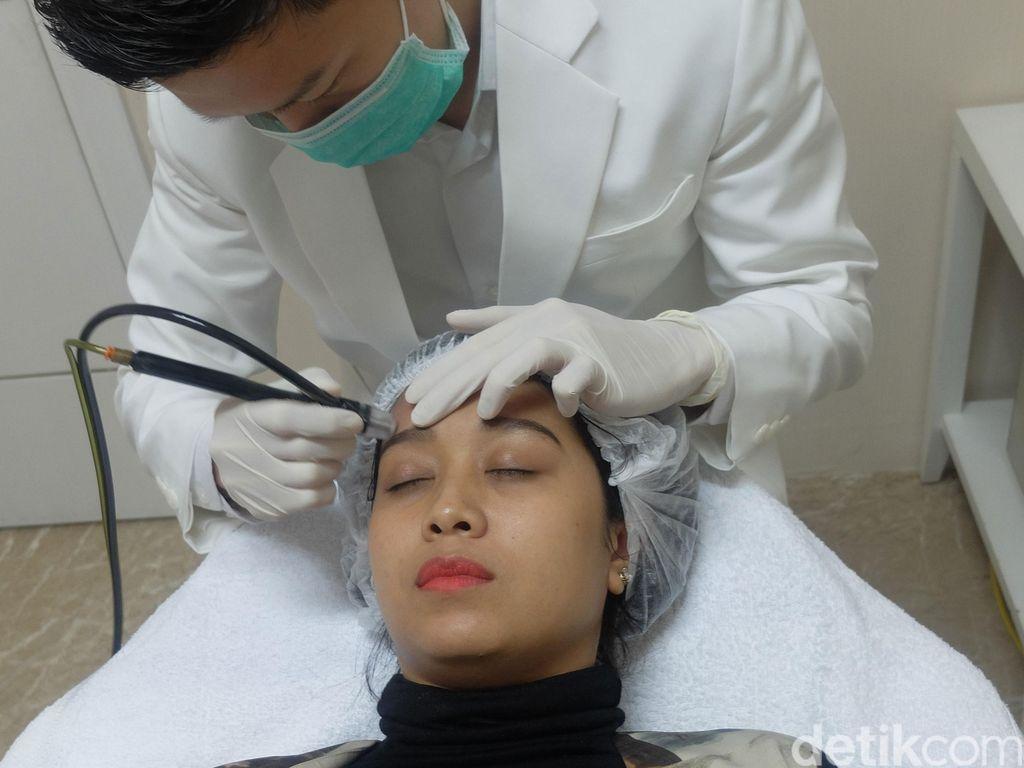 Mencoba Hollywood Peel di Crystal Clinic, Kulit Lebih Cerah Dalam 20 Menit