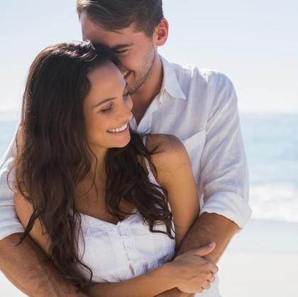 6 Titik Sensitif Wanita Saat Dicium Pasangan