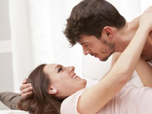 3 Posisi Bercinta yang Berisiko Menyebabkan Cedera pada Pria