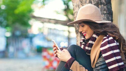Gara-gara Smartphone, Makin Banyak Anak Muda Kena Text Neck