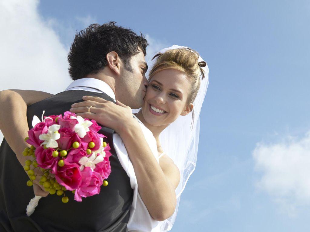 Kisah Cinta Pasangan Ini Bikin Kamu Percaya Jodoh Nggak Akan Kemana