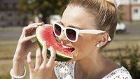 Buah-buahan yang kaya air seperti semangka, stroberi dan jeruk harus jadi sahabat Anda yang ingin menghilangkan bau mulut usai makan petai dan kawan-kawan. (Foto: thinkstock)