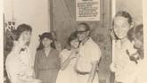Pram tetap menepati janjinya tanpa ragu, sekalipun anak-anaknya telah beranjak besar. Dengan tubuh lebih berisi karena banyak bekerja di Pulau Buru, ia menggendong Astuti. Keluarga menyambut suka cita kedatangan Pram di Salemba, Jakarta, pada 21 Desember 1979.