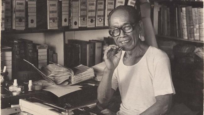 Pram sangat mencinta dunia tulis menulis. Dalam wawancara dengan The Progressive, pada 1999, Pram mengaku tak memiliki tendensi lain kecuali menulis.