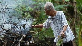 Sekelumit Cerita Soal Hobi Bakar Sampah Pramoedya