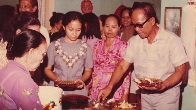 Acara syukuran menyambut Pram di Jakarta setelah 14 tahun tinggal di pengasingan di Pulau Buru. Pram menuliskan pengalaman di Pulau Buru dalam tetralogi Bumi Manusia, Anak Semua Bangsa, Jejak Langkah dan Rumah Kaca, yang kemudian diterjemahkan ke dalam 20 bahasa.