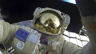Baju Ruang Angkasa Neil Armstrong ke Bulan Mulai Terkoyak