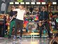 Coldplay 'Ngamen' di Istana Kerajaan Inggris