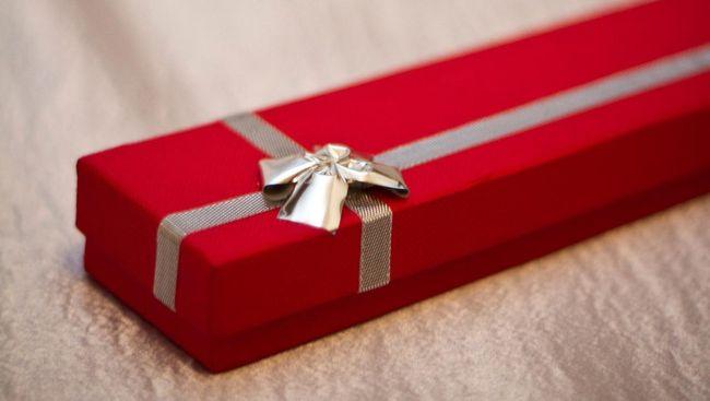Survei: Perempuan Lebih Suka Beri Kado Saat Valentine