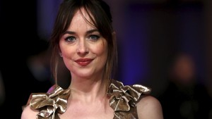Chris Martin Susul Dakota Johnson Syuting Film di Kanada