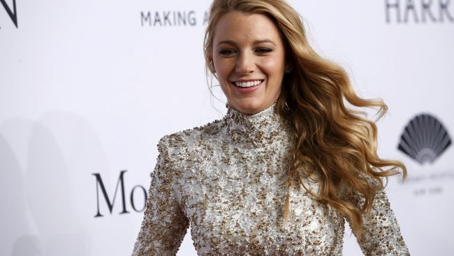 Blake Lively Alami Cedera Saat Syuting 'The Rhythm Section'