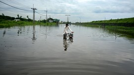 Jalan Trans Sulawesi Palu-Tolitoli Putus Akibat Banjir