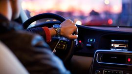 Pakai GPS Sambil 'Nyetir' Bisa Didenda Rp750 Ribu